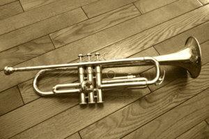 金管楽器のトランペット