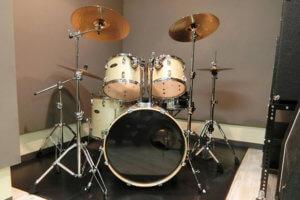 スタジオのドラム
